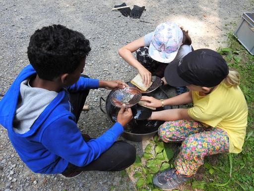 Kunst, Spiel und Spass im Waldhus Stärnefänschter